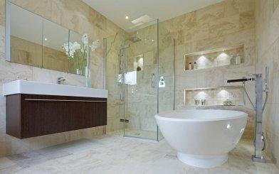 Ako vybrať správne kachličky do modernej kúpeľne?
