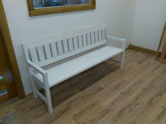 Dobový nábytok môže byť aj na mieru